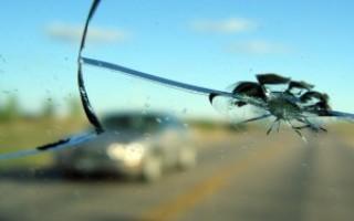 Особенности замены лобового стекла по каско